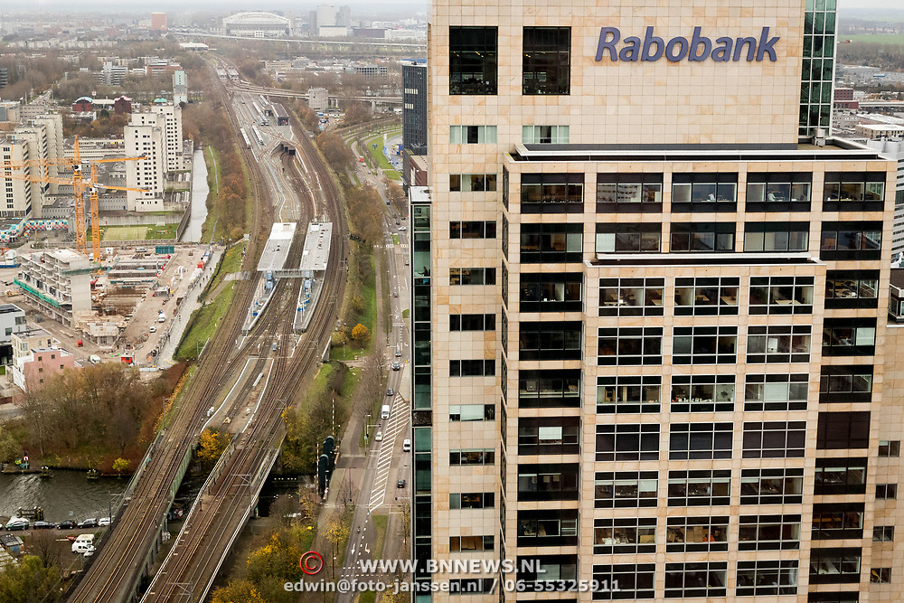 NLD/Amsterdam/20171123 - Rabobank hoofdkantoor Amsterdam Amstelpark, reclame op de hoogte,