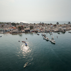 Vista aérea da cidade Luanda, capital de Angola. A ilha de Luanda