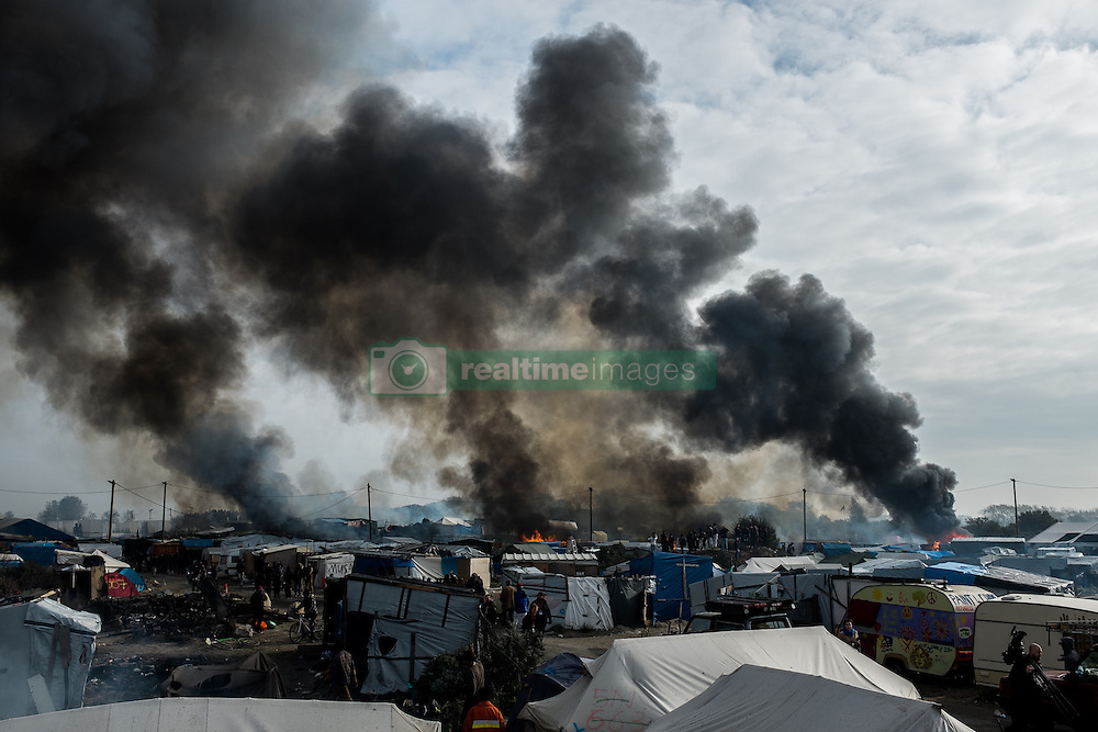 October 26, 2016 - Calais, France - Areal view over the fires in the Calais Jungle, on October 26, 2016. Huge fires destroyed a mayor part of the refugee camp today. (Credit Image: © Markus Heine/NurPhoto via ZUMA Press)