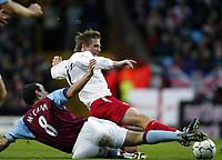 Fotball, 29. november 2003, Premier League, Aston Villa - Southampton 0-1,   Anders Svensson, Southamton, og Gavin McCann, Aston Villa