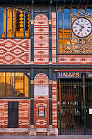 France, Bourgogne-Franche-Comté, Yonne (89), Sens, la place de la République et le marché couvert // France, Burgundy, Yonne, Sens, Republique square and central market
