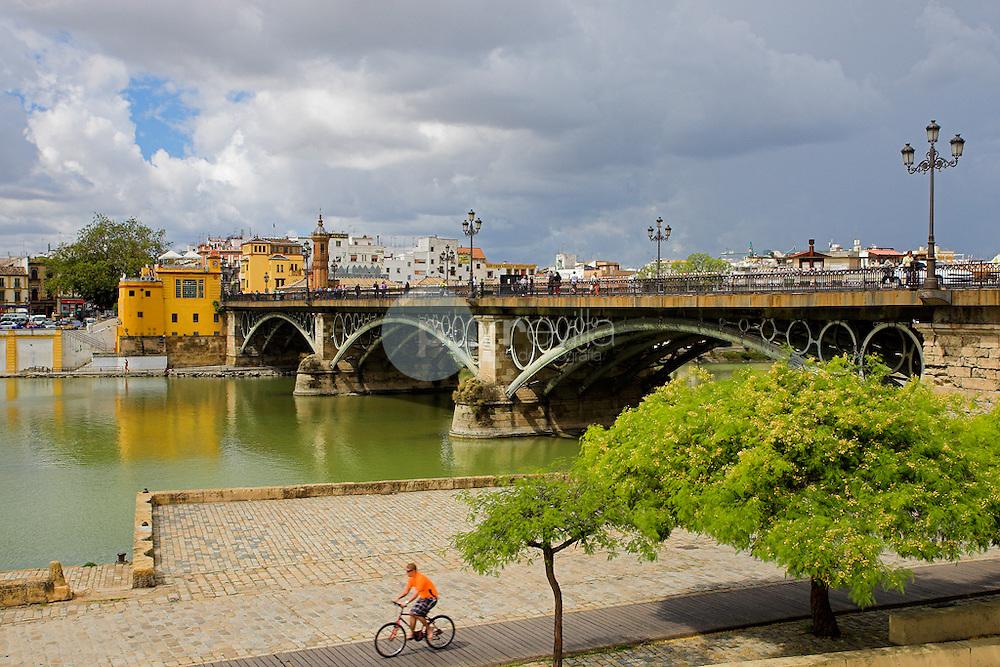 Puente de Triana© / PILAR REVILLA ©Country Sessions / PILAR REVILLA