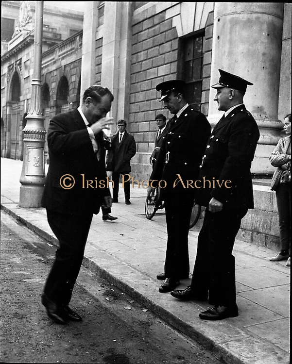 22/9/1970<br /> 9/22/1970<br /> 22 September 1970<br /> <br /> Guards Outside the Courts before the Trial