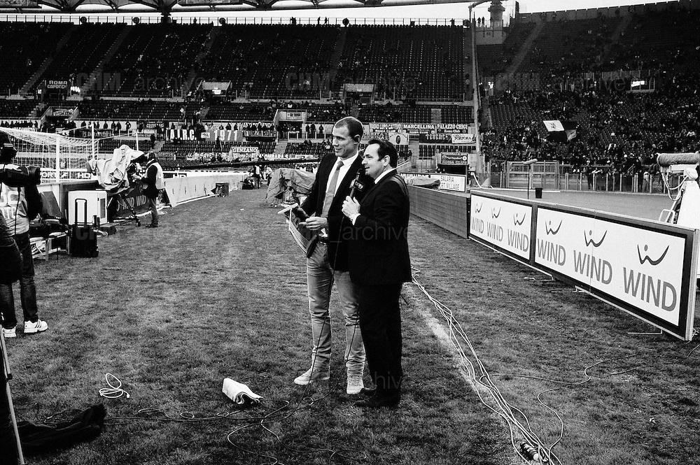 Giornalisti televisivi poco prima dell'inizio della partita. Roma, stadio Olimpico 8 aprile 2013. Christian Mantuano / Oneshot