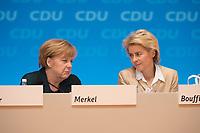 09 DEC 2014, KOELN/GERMANY:<br /> Angela merkel (L), CDU, Bundeskanzlerin, und Ursula von der Leyen (R), CDU, Bundesverteidigungsministerin, im Gespraech, CDU Bundesparteitag, Messe Koeln<br /> IMAGE: 20141209-01-124<br /> KEYWORDS: Party Congress, Gespräch