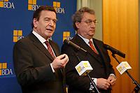 20 JAN 2003, BERLIN/GERMANY:<br /> Gerhard Schroeder (L), SPD, Bundeskanzler, Dieter Hundt (R), Praesident Bundesvereinigung der Deutschen Arbeitgeberverbaende, BDA, waehrend einer Pressekonferenz nach einer Sitzung von Kanzler und  BDA-Praesidium, Haus der Wirtschaft<br /> IMAGE: 20030102-02-020<br /> KEYWORDS: Präsident, Gerhard Schröder,