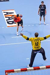 02-06-2011 HANDBAL: BEKERFINALE HURRY UP - O EN E: ALMERE<br /> (L-R) Ronald Suelmann met een 7-meterworp tegenover keeper Johan Bos, Erik Huizing<br /> ©2011-FotoHoogendoorn.nl / Peter Schalk