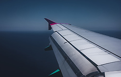 THEMENBILD - ein Flügel des Flugzeugs mit ausgefahrenen Landeklappen, aufgenommen am 15. August 2018 in Larnaka, Zypern // a wing of the plane with extended flaps, Larnaca, Zyprus on 2018/08/15. EXPA Pictures © 2018, PhotoCredit: EXPA/ JFK