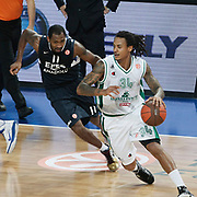 Efes Pilsen's Bootsy THORNTON (L) and Montepaschi Siena's David MOSS (R) during their Turkish Airlines Euroleague Basketball Top 16 Group G Game 1 match Efes Pilsen between Montepaschi Siena at Sinan Erdem Arena in Istanbul, Turkey, Wednesday, January 19, 2011. Photo by TURKPIX
