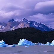 Lago Gray, ice and the Horns, Las Cuernos