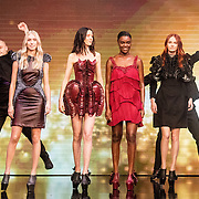 NLD/Amsterdam/20161025 - finale Holland Next Top model 2016, winnares Akke Marije Marinus, model Emma Hagers, model Colette Kanza, model Noor van Velzen