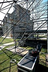 Melpignano 22 agosto 2011<br /> Allestimento palco per il concertone finale