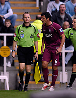 Photo: Jed Wee.<br /> Newcastle United v Bolton Wanderers. The Barclays Premiership. 15/10/2006.<br /> <br /> Bolton's Gary Speed (R), once a Newcastle player, criticises the assistant referee for awarding Newcastle a penalty.
