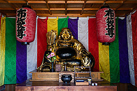 Tenneiji is known for its Rakan-do and its Rakan Stone Garden.From the main hall where the Buddha is and the Rakan-do where the 16 Arhats are.  The 16 statues of Rakan in the precincts are said to have been given by daimyo lords from 16 parts of the country.
