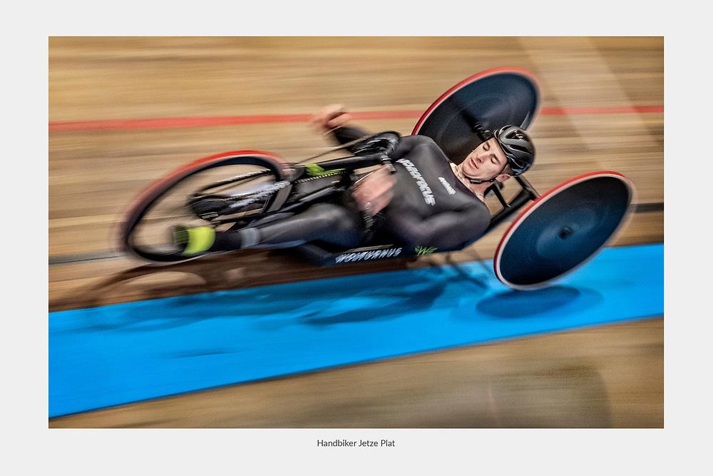 Nederland. Alkmaar, 28-02-2019. Foto: Patrick Post. Jetze Plat in training met zijn handbike. Komende woensdag doet hij een gooi naar het werelduurrecord op zijn handbike op de baan in Alkmaar.