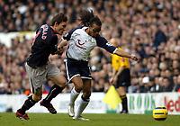 Photo: Chris Ratcliffe.<br />Tottenham Hotspur v Sunderland. The Barclays Premiership. 03/12/2005.<br />Edgar Davids (R) of Spurs tussles with Dean Whitehead