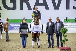 SCHMIDT Hubertus (GER), Escolar<br /> Oldenburg - AGRAVIS Cup 2019<br /> Siegerehrung<br /> Preis der Liselott und Klaus Rheinberger Stiftung<br /> Grand Prix de Dressage<br /> CDI4* - Int. Dressurprüfung <br /> 01. November 2019<br /> © www.sportfotos-lafrentz.de/Stefan Lafrentz