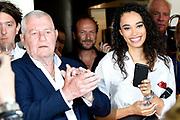 CD Presentatie Antje Monteiro - Hou me Vast in restaurant Opbuuren, Maarssen.<br /> <br /> Op de foto:  Romy Monteiro  met haar stief opa