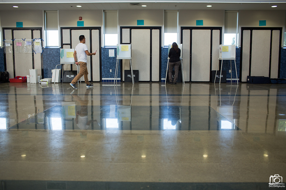 Voters cast their ballots at Pomeroy Elementary School during the California Presidential Election in Milpitas, California, on June 7, 2016. (Stan Olszewski/SOSKIphoto)