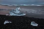 This lump of ice looks like a duck swimming in the sea. The picture is captured at Jökulsárlón, Iceland | Jeg syntes at denne isklumpen lignet en and som svømmer i sjøen. Bildet er tatt ved Jökulsárlón på Island.