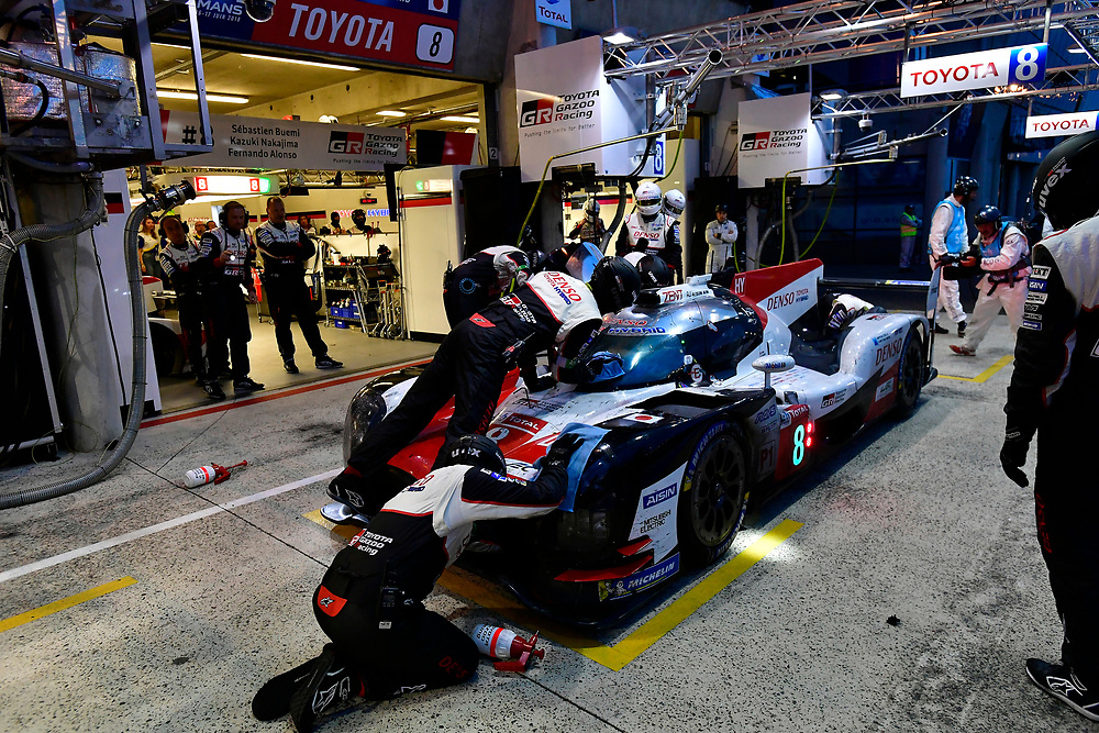 #8 Toyota Gazoo Racing Toyota TS050: Sébastien Buemi, Kazuki Nakajima, Fernando Alonso, pit stop<br /> Sunday 17 June 2018<br /> 24 Hours of Le Mans<br /> 2018 24 Hours of Le Mans<br /> Circuit de la Sarthe  FR<br /> World Copyright: Scott R LePage