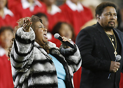 February 5, 2006 - Detroit , Michigan, U.S. - ARETHA FRANKLIN  along with AARON NEVILLE sing the National Anthem before the start of the Pittsburgh Steelers and the Seattle Seahawks  Super Bowl XL. (Credit Image: © David P. Gilkey/Detroit Free Press via ZUMA Wire)