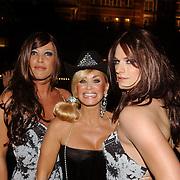 NLD/Amsterdam/20050806 - Gaypride 2005, optreden Vanessa, Conny en oa Edwin van der Gun en Dennis van der Luijf verkleed als vrouw