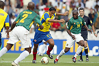 FOTBALL - CONFEDERATIONS CUP 2003 - 1/2 FINAL - KAMERUN v COLOMBIA - 030626 - JAIRO PATINO (COL) / BILL TCHATO / ERIC DJEMBA (CAM) - PHOTO JEAN-MARIE HERVIO / DIGITALSPORT
