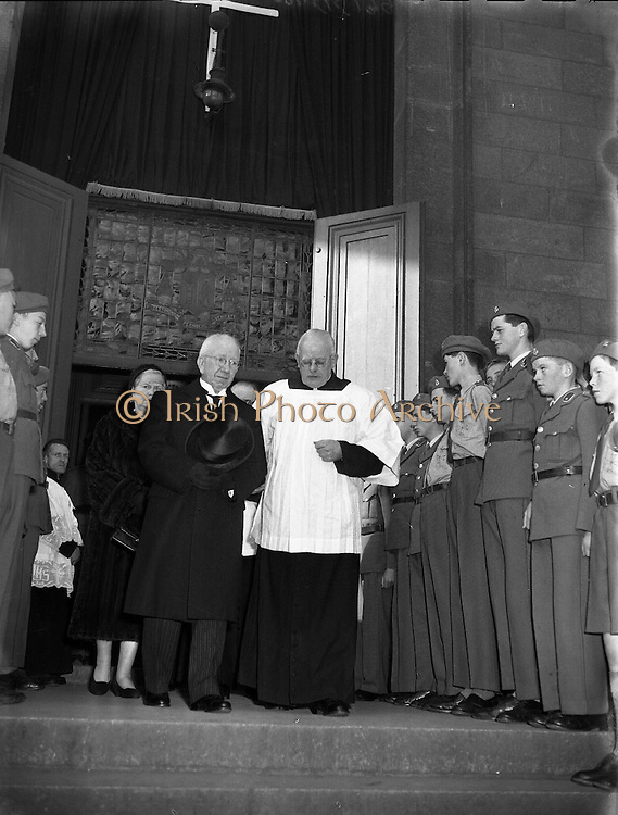 Cardinal Dalton departs for Rome for the funeral of Pope Pius XII .16/10/1958 .
