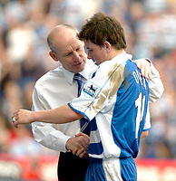 Photo: Ed Godden/Sportsbeat Images.<br />Reading v Liverpool. The Barclays Premiership. 07/04/2007. Reading Manager Steve Coppell (L), takes off John Oster.