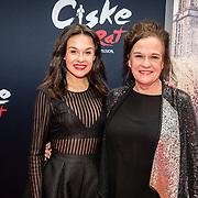 NLD/Amsterdam/20161120 - premiere Ciske de Rat de Musical, Holly Brood en moeder Xandra