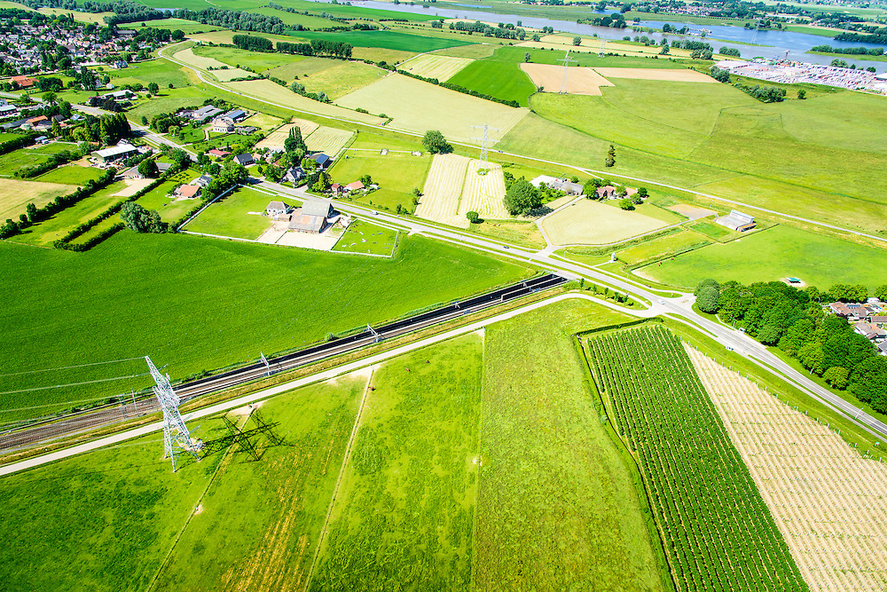 Nederland, Gelderland, Angeren, 09-06-2016; Boerenhoek, tunnel van de Betuweroute onder Pannerdens kanaal. Pannerdensch kanaal (Neder-Rijn) aan de horizon.<br /> Tunnel Betuweroute, freight railway, Pannerdensch channel (Lower Rhine) on the horizon.<br /> <br /> luchtfoto (toeslag op standard tarieven);<br /> aerial photo (additional fee required);<br /> copyright foto/photo Siebe Swart
