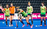 LONDEN - Carlien Dirkse van den Heuvel (Ned)   tijdens de training in het Lee Valley Hockeystadium bij het  wereldkampioenschap hockey voor vrouwen. Het Nederlands elftal maakt zich op voor de kwartfinale . COPYRIGHT KOEN SUYK
