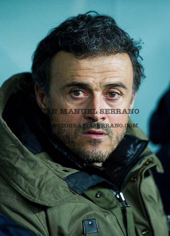 BILBAO, SPAIN - JANUARY 20: Head coach Luis Enrique of FC Barcelola looks on prior to the start the Copa del Rey Quarter Final First Leg match between Athletic Club and FC Barcelola at San Mames Stadium on January 20, 2016 in Bilbao, Spain.  (Photo by Juan Manuel Serrano Arce/Getty Images)