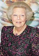 Prinses Beatrix is aanwezig bij het Opera Gala in Nationale Opera & Ballet in Amsterdam. Het Gala ma