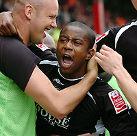 Photo: Kevin Poolman.<br /> Brentford v Swansea City. Coca Cola League 1, Play off Semi Final. 14/05/2006. Leon Knight celebrates his 2nd goal with Lee Trundle.