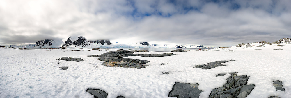 A high resolution panorama of the shore at Petermann Island on the western coast of the Antarctic Peninsula.