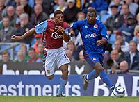 Photo: Glyn Thomas.<br />Aston Villa v Middlesbrough. The Barclays Premiership.<br />02/10/2005.<br /> Boro's first half goalscorer Yakubu Aiyegbeni (R) battles for the ball with Ulises de la Cruz.