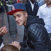 NLD/Amsterdam/20130413 - Justin Bieber in Nederland, Justin verlaat zijn hotel