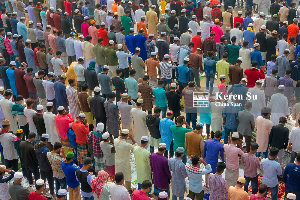 Pilgrims praying at Bishwa Ijtema, Dhaka, Bangladesh