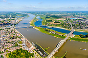 Nederland, Gelderland, Nijmegen, 29-05-2019; Nijmegen en Veur-Lent, zicht op Benedenstad, de Waalkade en de nieuw aangelegde hoogwatergeul, de Spiegelwaal.<br /> Nijmegen and Veur-Lent, view of the newly constructed high water channel, the Spiegelwaal.<br /> <br /> luchtfoto (toeslag op standard tarieven);<br /> aerial photo (additional fee required);<br /> copyright foto/photo Siebe Swart