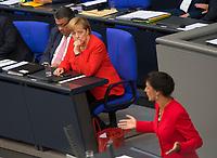 DEU, Deutschland, Germany, Berlin, 05.09.2017: Deutscher Bundestag, Bundeskanzlerin Dr. Angela Merkel (CDU) hört der Rede von Dr. Sahra Wagenknecht (DIE LINKE) zu.