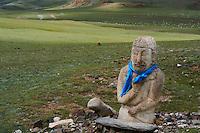 Mongolie, province de Gobi-Altay, région de l'ouest, balbal ou stèle on forme humaine datant du IV au VIII siècle // Mongolia, Gobi-Altay province, western Mongolia, stele in human form, IV-VIII century