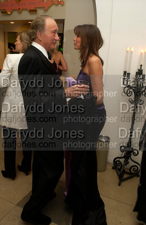Sir Mark  Weinberg and Countess Debonaire von Bismarck. Dinner to unveil the Van Cleef & Arpels jewellery collection 'Couture' with fashion by Anouska Hempel Couture. The Banqueting House, Whitehall Palace, London on 8th March 2005.ONE TIME USE ONLY - DO NOT ARCHIVE  © Copyright Photograph by Dafydd Jones 66 Stockwell Park Rd. London SW9 0DA Tel 020 7733 0108 www.dafjones.com