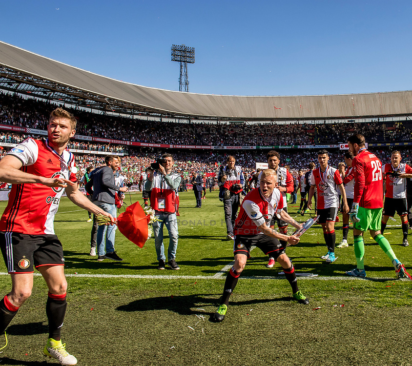 14-05-2017 NED: Kampioenswedstrijd Feyenoord - Heracles Almelo, Rotterdam<br /> In een uitverkochte Kuip pakt Feyenoord met een 3-1 overwinning het landskampioenschap / Jan-Arie van der Heijden #6, Bart Nieuwkoop #26