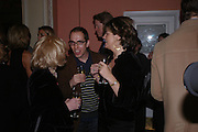 James Delingpole and Petronella Wyatt. andrew Roberts and Leonie Frieda celebrate the publication of Andrew's 'Waterloo: Napoleon's Last Gamble' and the paperback of Leonie's 'Catherine de Medic'i. English-Speaking Union, Dartmouth House. London. 8 February 2005. ONE TIME USE ONLY - DO NOT ARCHIVE  © Copyright Photograph by Dafydd Jones 66 Stockwell Park Rd. London SW9 0DA Tel 020 7733 0108 www.dafjones.com
