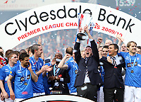 Fotball<br /> Skottland<br /> Foto: Colorsport/Digitalsport<br /> NORWAY ONLY<br /> <br /> 09.05.2010<br /> Football - Scottish Premier League -  Rangers vs Motherwell<br /> <br /> Rangers draw 3 -3 with motherwell before being presented with the Clydesdale Bank Premier League Trophy .<br /> <br /> Rangers are presented with the 2009- 2010 Clydesdale Bank Premier League Trophy.