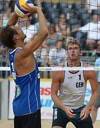 17-07-2014 NED: FIVB Grand Slam Beach Volleybal, Apeldoorn<br /> Poule fase groep A mannen - Reinder Nummerdor (1) NED, Alexander Walkenhorst (1) GER