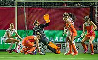 ANTWERPEN -  drukte voor het doel van goalkeeper Anne Veenendaal (Ned) tijdens Nederland-Belgie (1-1) vrouwen  bij het Europees kampioenschap hockey. COPYRIGHT KOEN SUYK