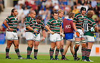 Photo: Henry Browne.<br /> Stade Francais v Leicester Tigers. Heineken Cup.<br /> 29/10/2005.<br /> The Tigers team look despondent as they see the game slipping away.
